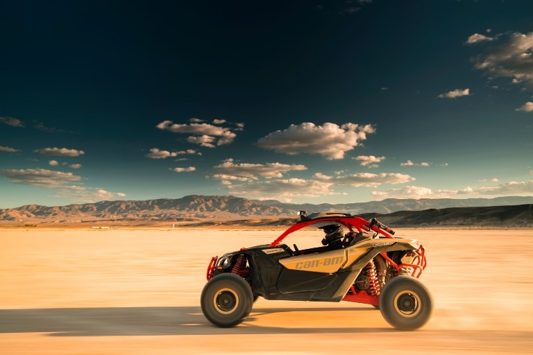 maverick_x3_xrs_turbo_r_gold__can-am_red_-_desert_7